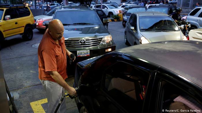 Venezuelans wait hours to put gas in their cars