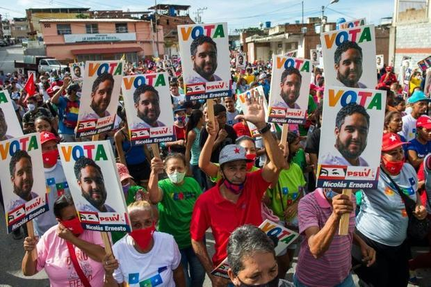 Supporters of Nicolas Ernesto Maduro Guerra son of the Venezuelan president and candidate in the up...