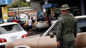 Venezuela's new taxi drivers: moonlighting soldiers – France 24