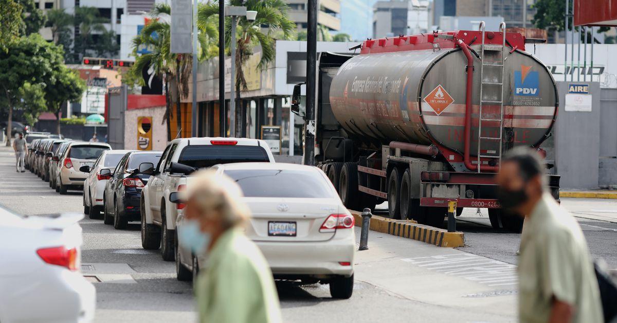 Venezuela arrests 10 PDVSA officials for illegal fuel sales