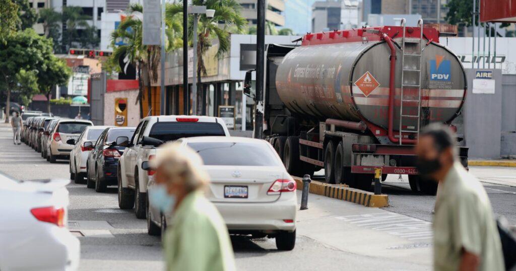 Cash-flush Venezuelan firms are moving US dollars abroad: Sources