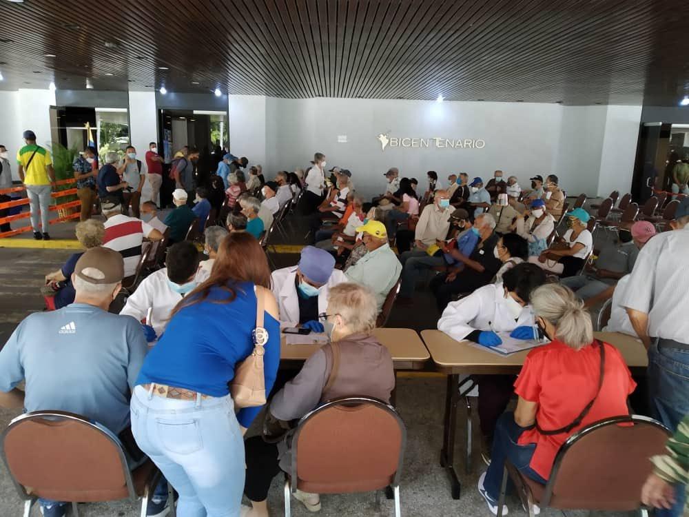 Confusión y desinformación en Venezuela por supuestas listas de centros de vacunación contra el coronavirus