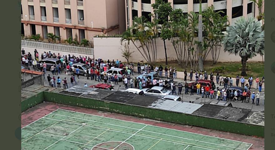 Así está la cola para la jornada de vacunación en la Universidad Bolivariana en Caracas este #4Jun (Fotos y Videos)