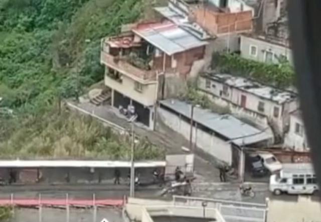 """Grupos violentos surgen como fuerzas de defensa revolucionaria en Venezuela: """"Están armados y fuera de control"""""""